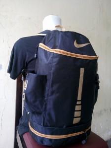 tas-ransel-nike-elite-tabung-hitam-gold-3-225x300 Tas Ransel Nike Elite Tabung Hitam Gold