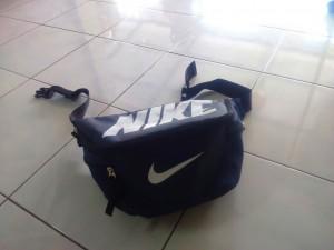 tas-waistbag-nike-biru-dongker-2-300x225 Tas Waistbag Nike Biru Dongker