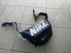 tas-waistbag-nike-biru-dongker-300x225 Tas Waistbag Nike Biru Dongker