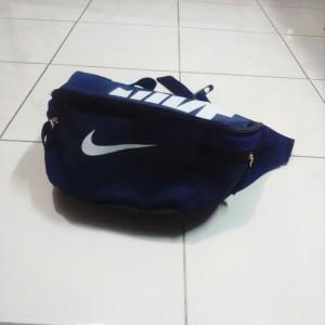 tas-waistbag-nike-biru-dongker-4-300x300 Tas Waistbag Nike Biru Dongker