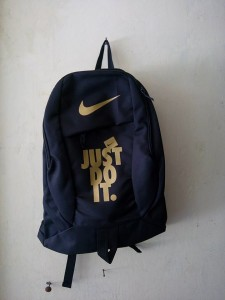 tas-ransel-nike-just-do-it-black-gold-2-225x300 Tas Ransel Nike Just Do It Black Gold