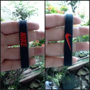 gelang-nike-hitam-merah-300x300 Gelang Nike Hitam Merah