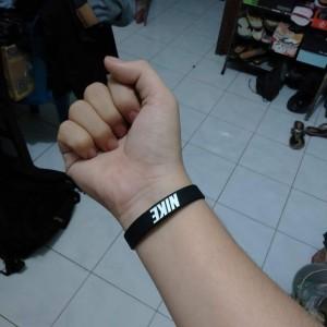 gelang-nike-hitam-putih-4-300x300 Gelang Nike Hitam Putih