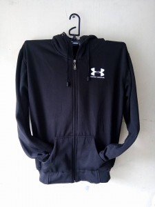 jaket-under-armour-hitam-2-225x300 Jaket Under Armour Hitam