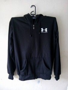 jaket-under-armour-hitam-3-225x300 Jaket Under Armour Hitam