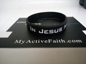 gelang-jesus-name-i-play-hitam-putih-3-300x225 Gelang Jesus Name I Play Hitam Putih