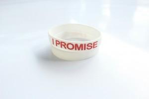 Gelang-I-Promise-Putih-Merah-3-1-300x200 Gelang I Promise Putih Merah