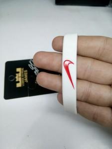 Gelang-Nike-Putih-Merah-2-225x300 Gelang Nike Putih Merah