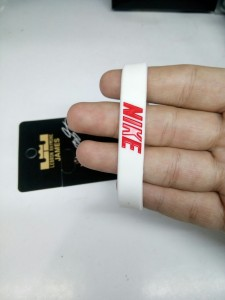 Gelang Nike Putih Merah