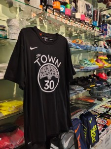 Kaos Basket The Town Curry Hitam